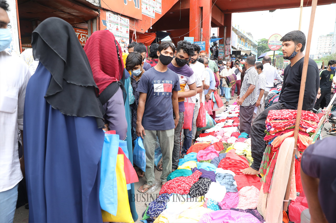 People buying Eid products