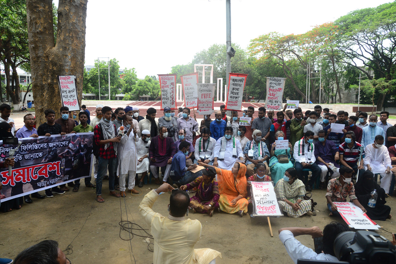 People gather at the Shaheed Minar to protest the attacks on Palestine