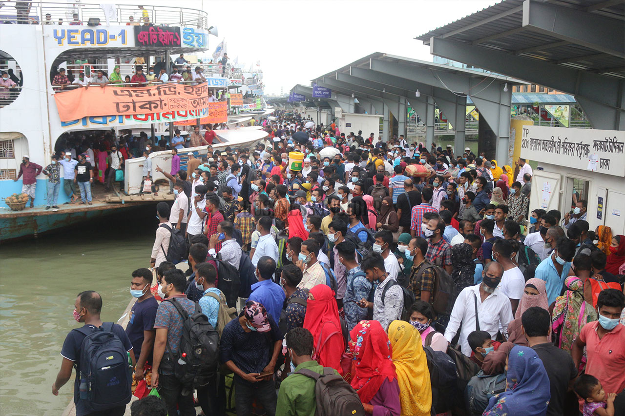 Hundreds of people are seen at Sadarghat Launch Terminal. Who will say Bangladesh is struggling with the Covid-19 pandemic?