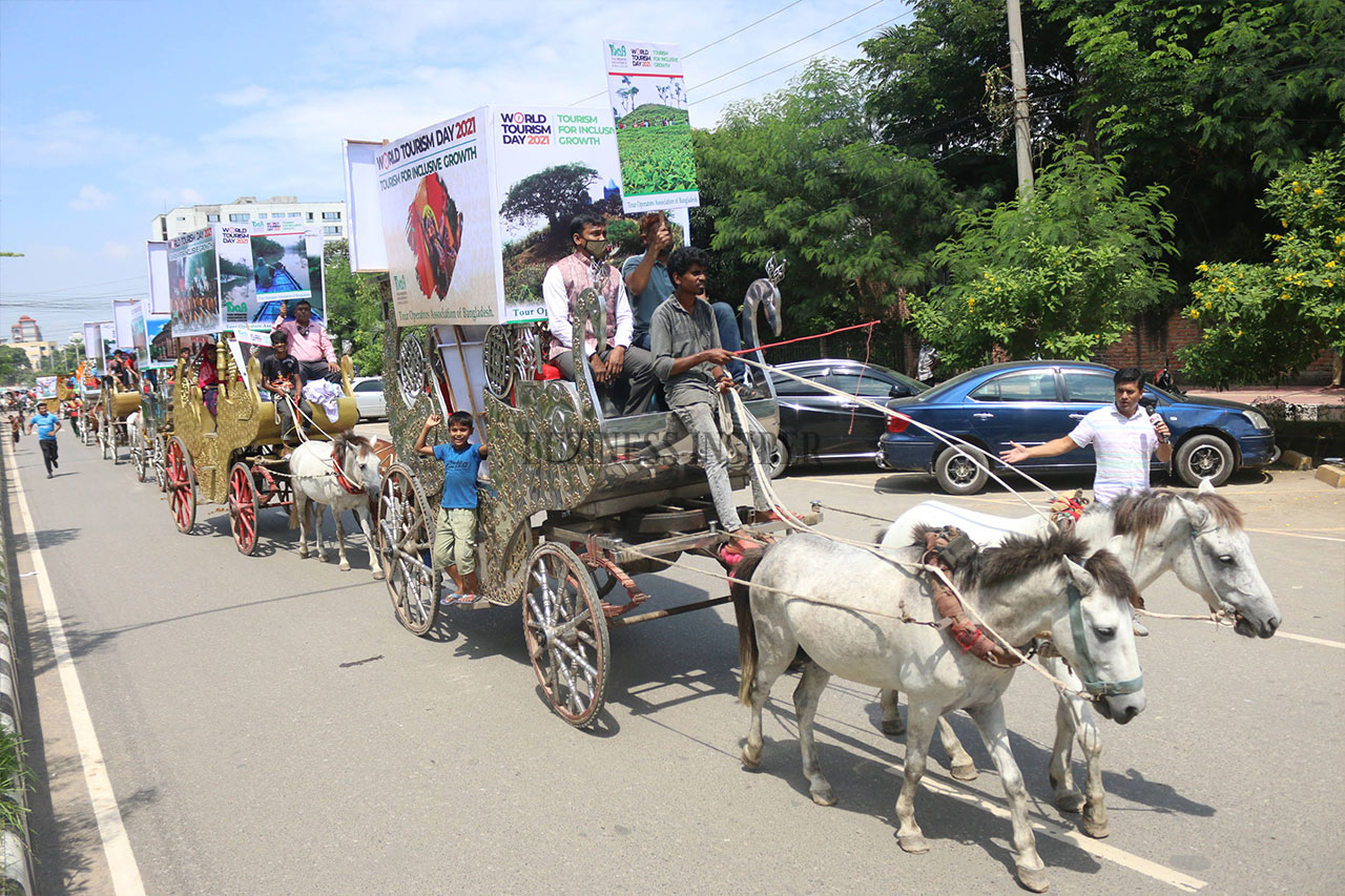 A line of horse-driven carriages begin World Tourism Day
