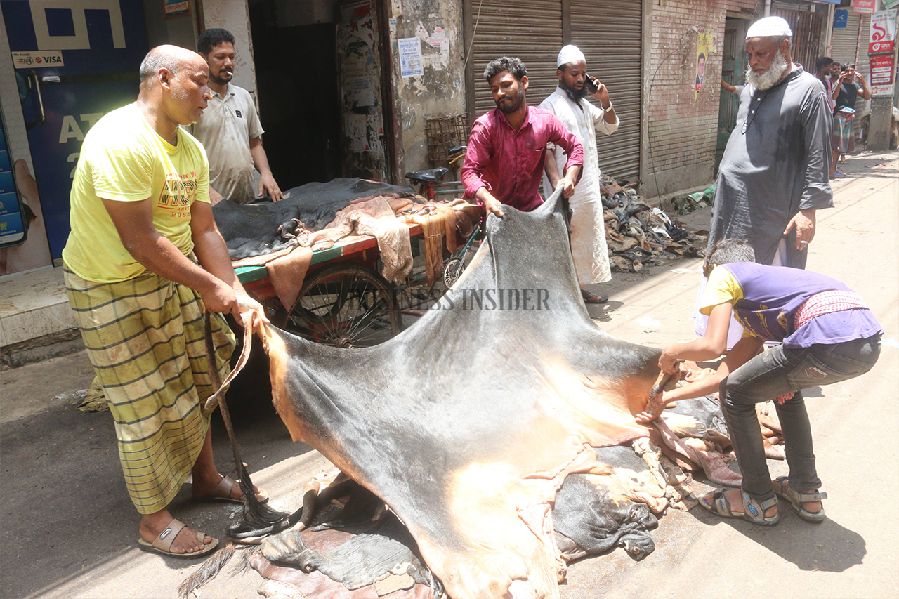 Leather traders and workers are not wearing masks amid Covid-19 pandemic
