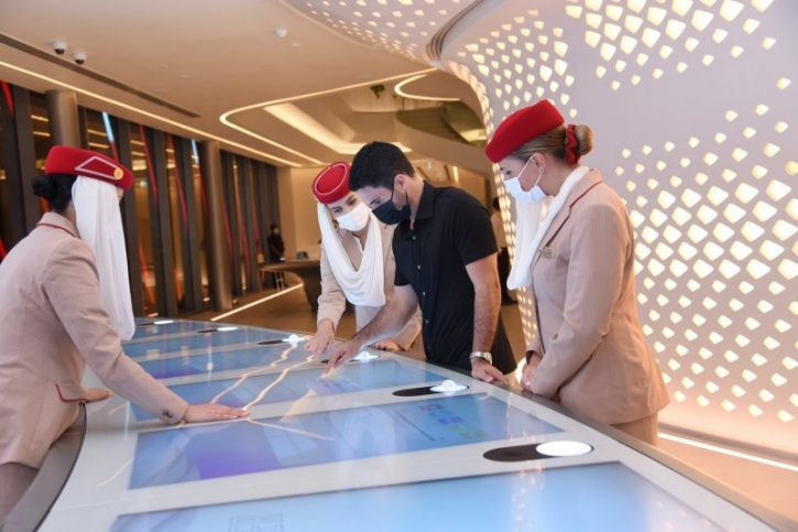 Arsenal manager visits Emirates pavilion at Expo 2020