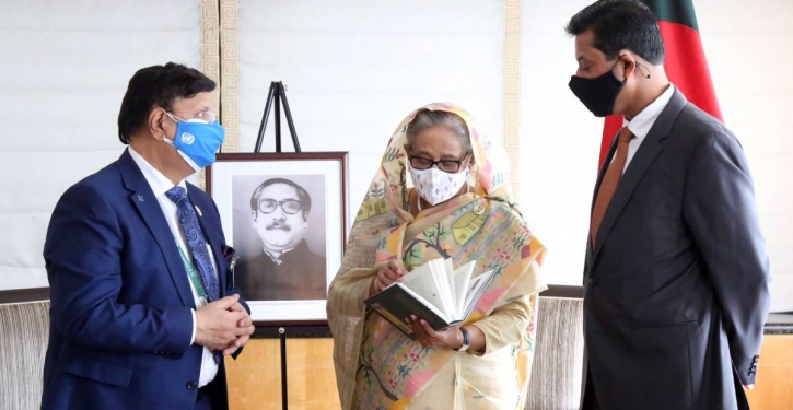FM hands over his new book on Sheikh Hasina's speeches to PM