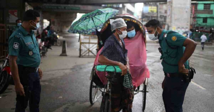 Rickshaws dominate city streets, police penalise 383 on 2nd day of lockdown