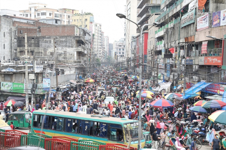 In Pictures: Rush for last moment Eid shopping