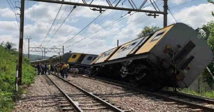 30 killed as 2 trains collide in Pakistan