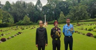 Representatives Indian HC in Dhaka, others pay tribute to fallen Indian soldiers in Ctg