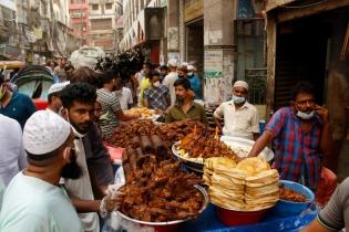 In Pictures: Chawk Bazar iftar market