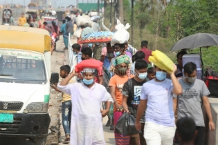 In Pictures: Homebound people suffer ahead of Eid