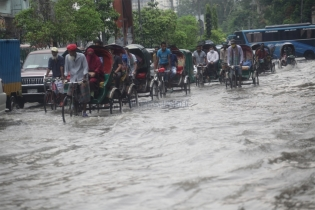In Pictures: Sudden rain causes waterlogging in many parts of Dhaka