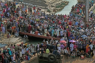 In Pictures: Homebound people at Shimulia ferry terminal