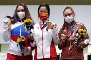Chinese shooter Yang Qian wins first gold of Tokyo Olympics