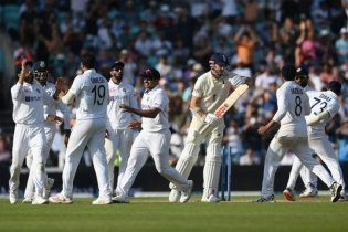 Indian bowlers rout English batting order on Day 5 to take 2-1 lead in series