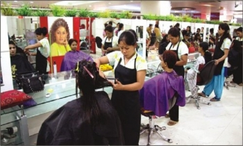 Customers flock back to parlours on eve of Eid