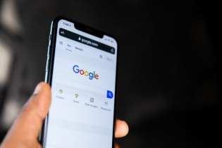 Google Search for mobile gets continuous scrolling feature