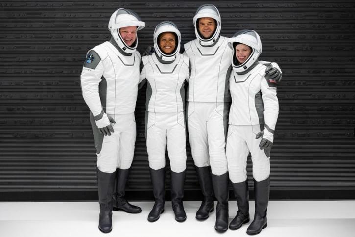 SpaceX capsule returns four civilians from orbit