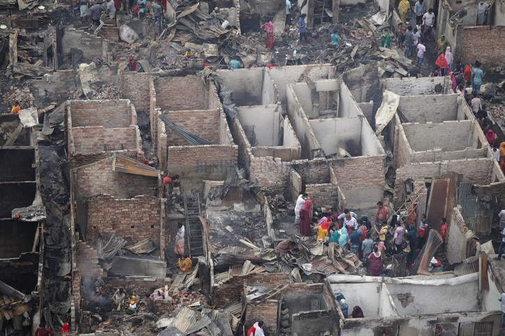 Over 100 shanties gutted in Mohakhali slum fire